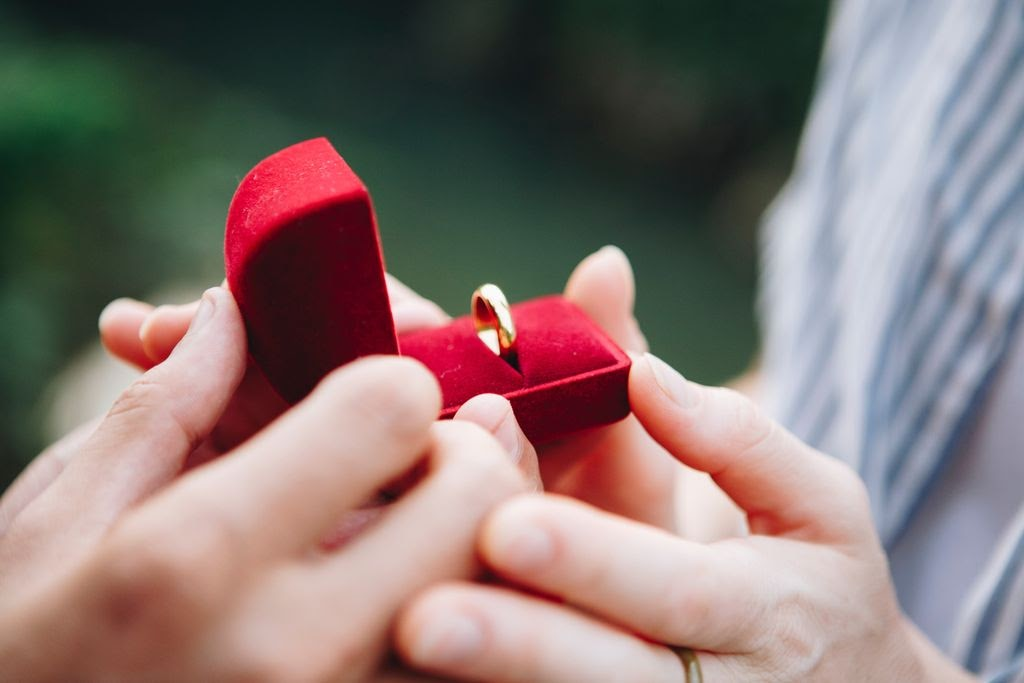 When's the Right Time to Buy Your Wedding Bands?